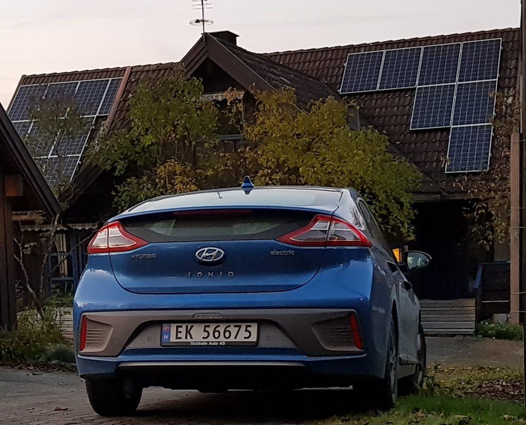 Solceller og elbil